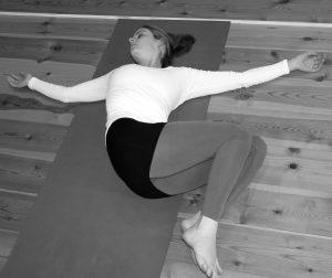 Yin Yoga liegender Twist Wolfgang Riedl
